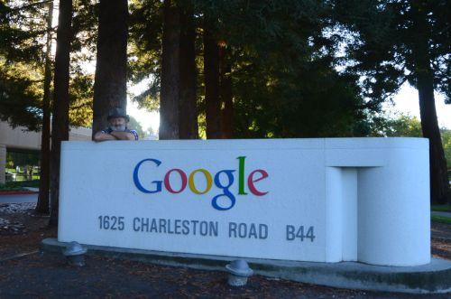 Tady na Charleston Road bydlí strejda Google